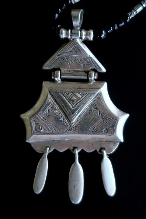 Vintage tuareg silver pendant tribal jewelry necklace from africa vintage tuareg silver amulet pendant necklace mozeypictures Images